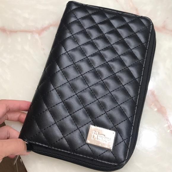 it cosmetics Handbags - Makeup brush holder